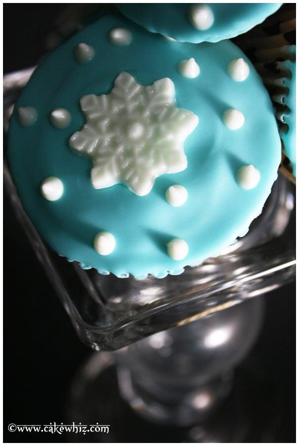 Snowflake cupcakes 1