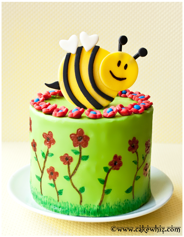 spring cake with flowers and bumblebee 1