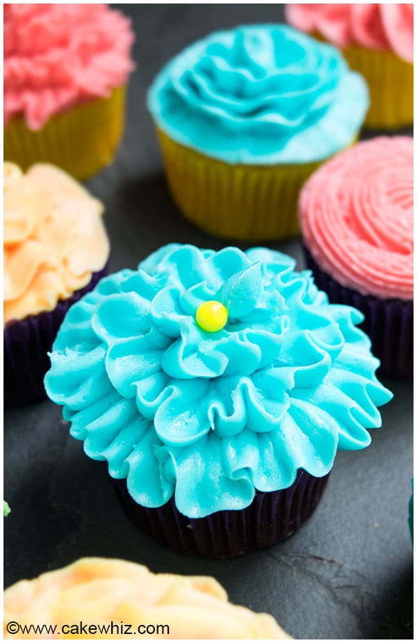 How to Decorate Cupcakes (Flower Cupcakes)