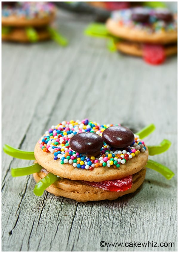 Easy Halloween Oreo Spider Cookies