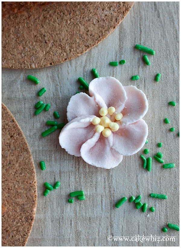 how to make easy royal icing flowers