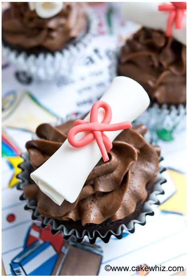 how to make graduation diploma cupcakes 10