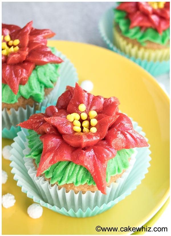 easy poinsettia cupcakes 3