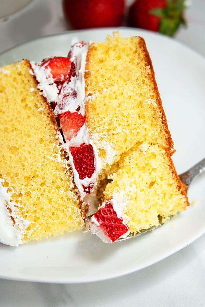 Strawberry Cake Bite