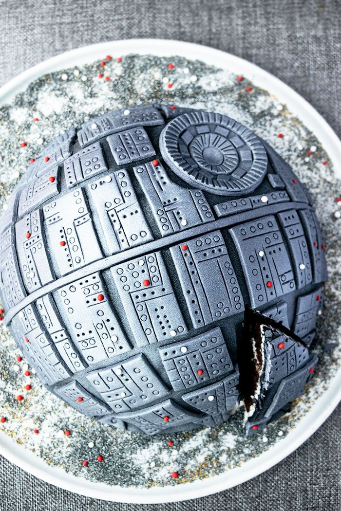 Easy Star Wars Cake Recipe and Tutorial