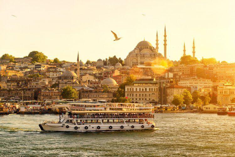 10 Tempat Wisata Halal Paling Top yang Harus Kamu Kunjungi