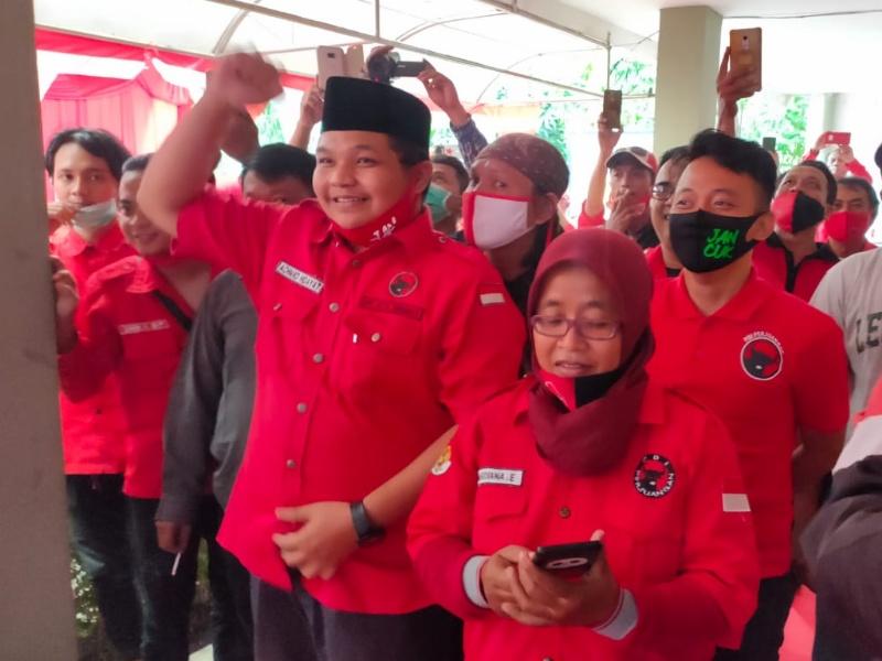 Kader PDI Perjuangan seusai menggelar nobar pengumuman rekom oleh DPP PDI Perjuangan