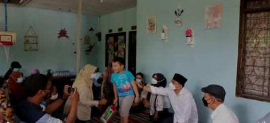 Wali Kota Surabaya Eri Cahyadi saat mengunjungi rumah salah satu awak KRI Naggala 402