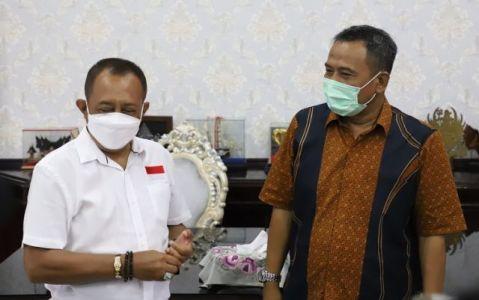 Wawali Armuji bersama kepala dinas pendidikan kota Surabaya Supomo