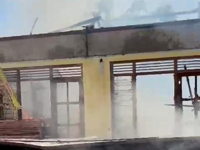 Gedung Polindes yang terbakar minggu pagi