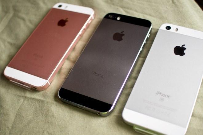 iPhone SE シルバーとローズゴールドとiPhone5sスペースグレー