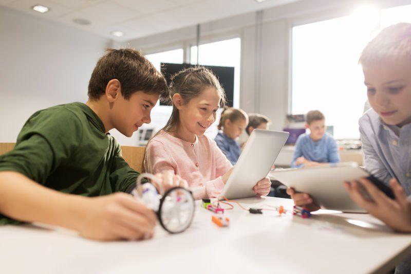 La tecnología avança a les aules… i el comerç?