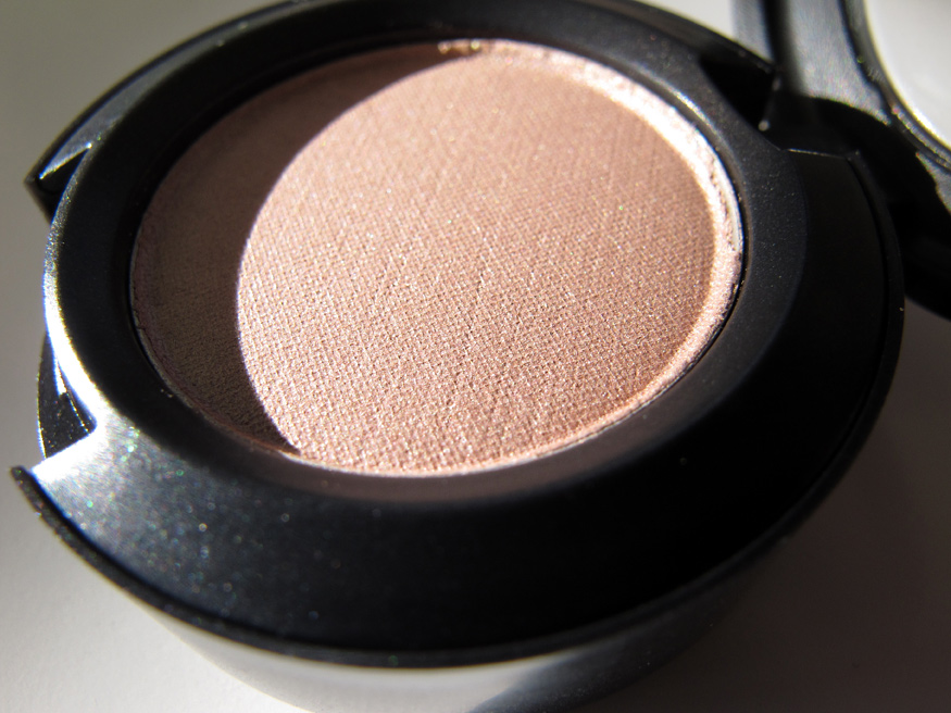 Quick Beauty Tips: Eyeshadow Primer Substitute (2/3)