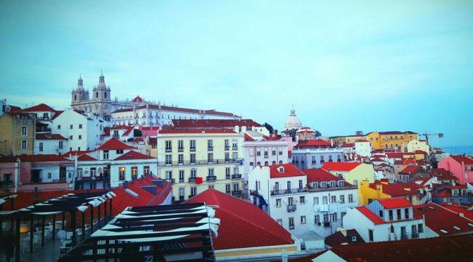 Cum e vremea în Lisabona în luna martie?