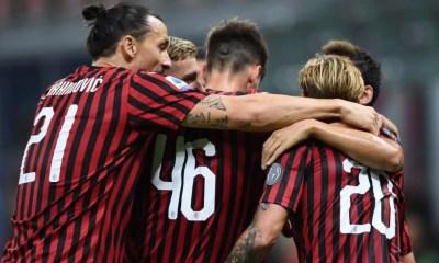 abbracci esultanza gol giocatori Milan