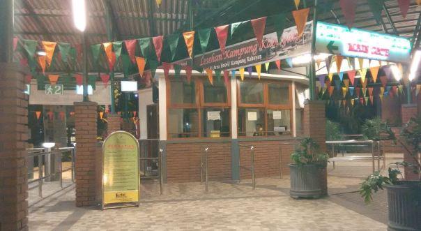pintu masuk ke area pemandian sari ater