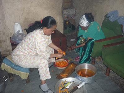 Women-cooking-in-kitchen2