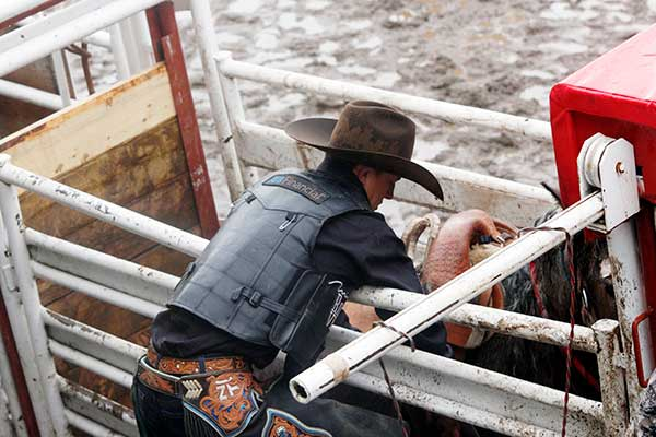 Thurtson setting up for the saddle bronc competition. Photo by Casey Richardson