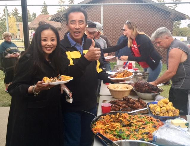 People enjoying the Calgary Padel Club Food Extravaganza!