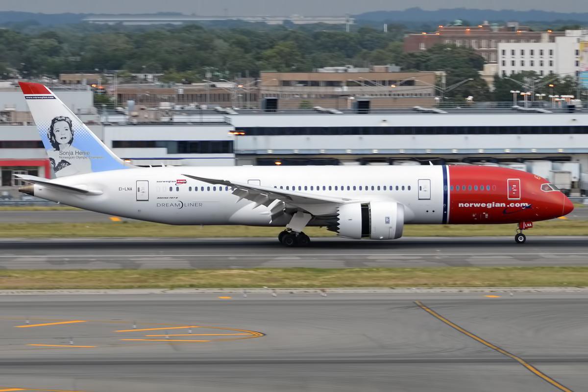 Norwegian_Long_Haul,_EI-LNA,_Boeing_787-8_Dreamliner_(19994230519)