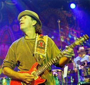Carlos Santana während seines Live-Konzertes am 21. Januar 2000 in der Münchner Muffat-Halle.