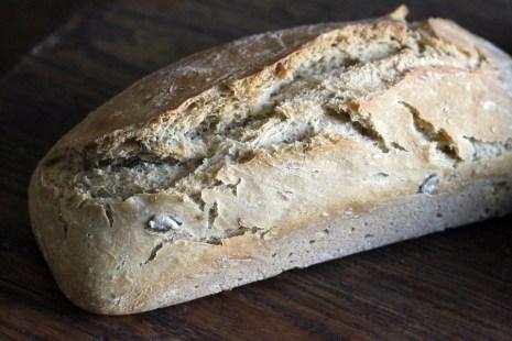 Le pain aux céréales.