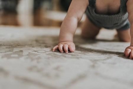 premiers pas de bébé conseils