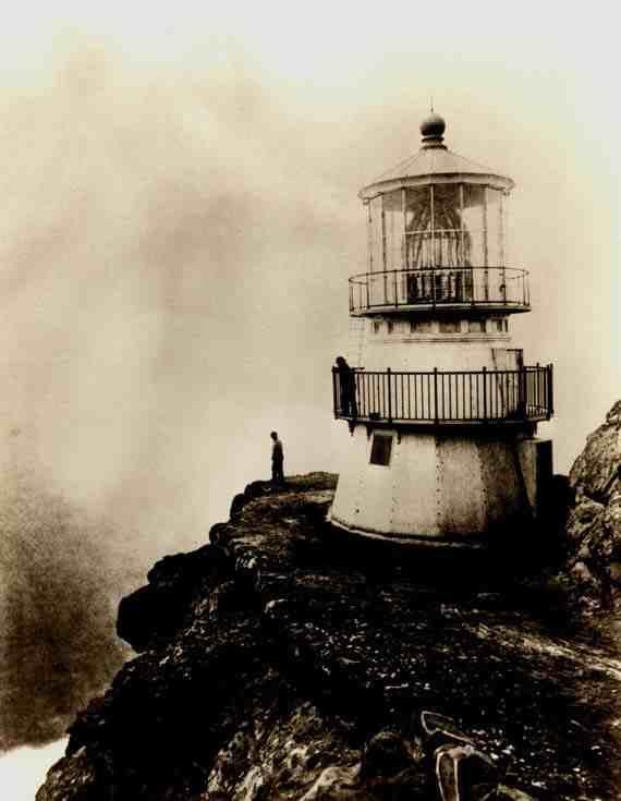 Eadweard Muybridge: First-order Lighthouse at Point Reyes