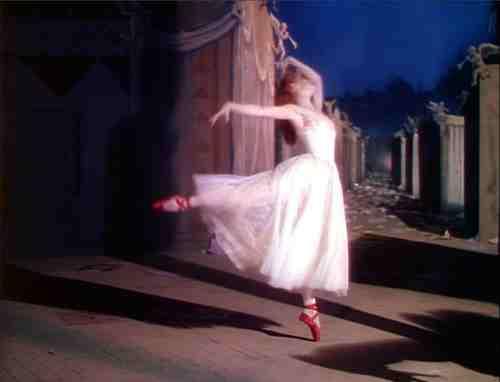 Darren Aronofsky's Black Swan, the Horror and Beauty of Ballet 16