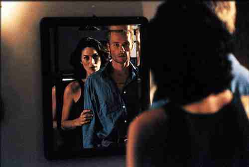 Memento (2000) Carrie Anne Moss and Guy Pearce