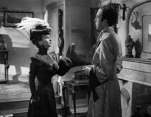 Joan Greenwood and Dennis Price in Kind Hearts And Coronets
