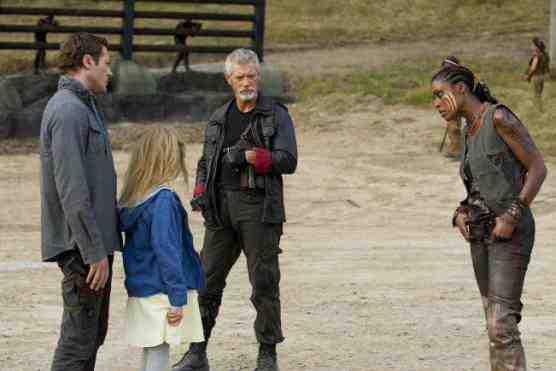 Leah, Jim, Mira, and Taylor in Terra Nova's The Runaway