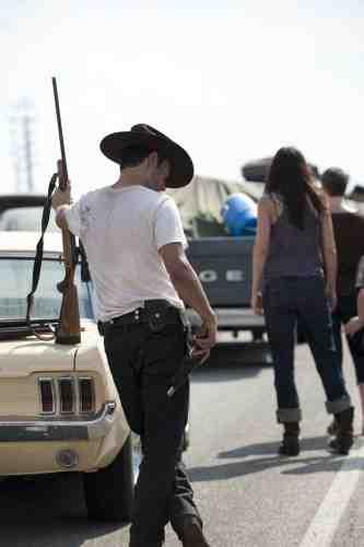 The Walking Dead Season 2 Premiere: Suffer the Little Children 11
