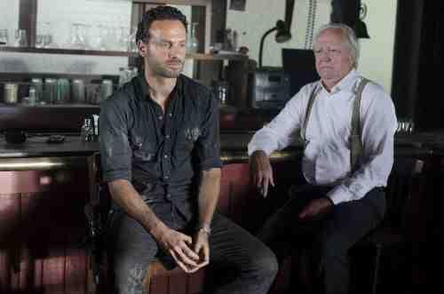 Walking Dead S02E08 Rick and Hershel