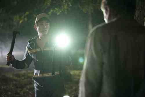 Walking Dead S02E12 Glenn flashlight