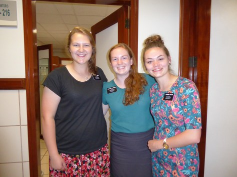 3-sisters-in-hall