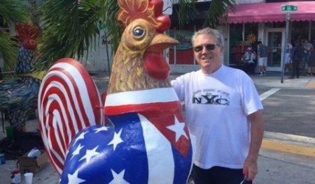"""pablo with rooster e1574675930699 - Los """"Gallos"""" de Pablo reciben un cambio de imagen justo a tiempo para Art Basel 2019"""