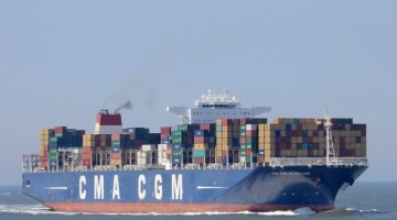 largest container ship to call at a Florida port