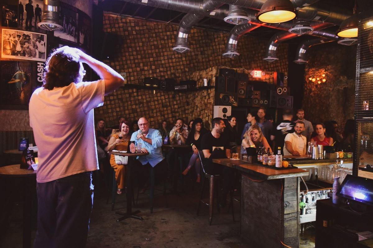 Sweet Caroline Comedy Night 10 8 19 5 - Las 8 mejores noches de comedia standup en Miami