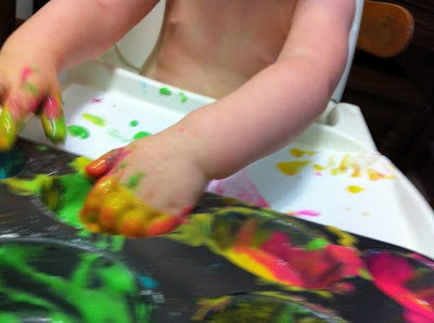 4 fun and safe crafts for young kids: these diy crafts are perfect for your baby boy or baby girl. The best part? The recipe for non-toxic stamp ink!