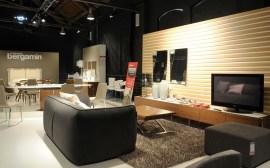 composizione 4 con divano Fashion Supersoft, stand Calligaris