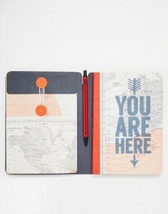 Crayon et carnet de voyage, 17,99 euros