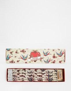 Crayons motif Tatouage, Temerity Jones, 8,49 euros