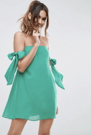 Robe trapèze courte à épaules nues et nœud, 39,99 euros, Asos