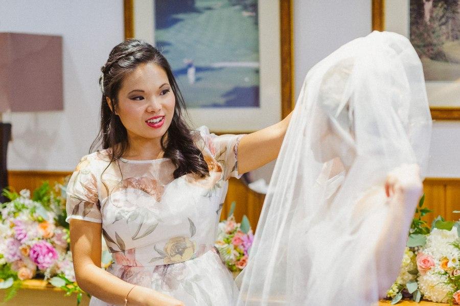 Pheasent Run Golf Course Wedding bride getting ready