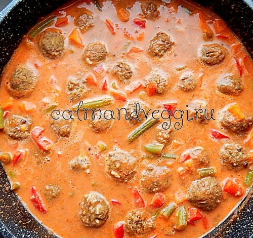 чечевичные тефтели в овощном соусе карри, рецепт с фото