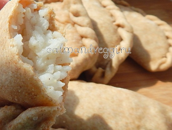 Цельнозерновые пирожки с рисом рецепт с фото