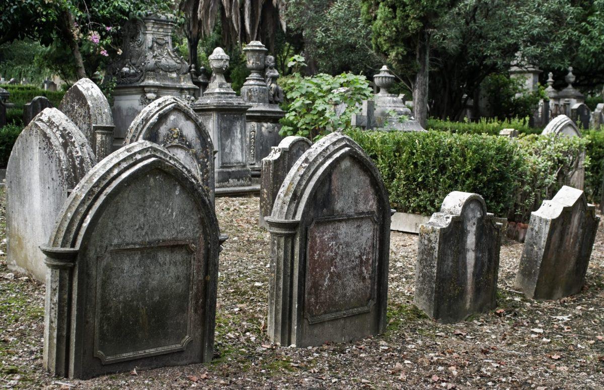 Old cemetery, photo via Wikimedia Commons
