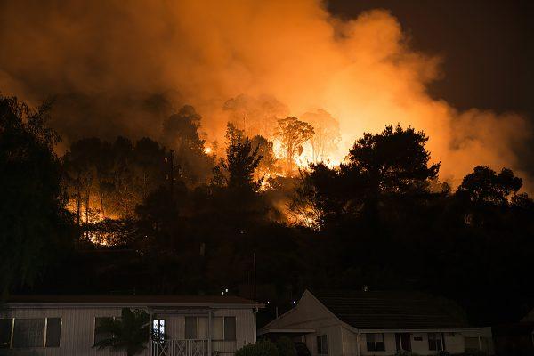 Fire behind homes in southeastern Australia. Photo via Wikimedia Commons