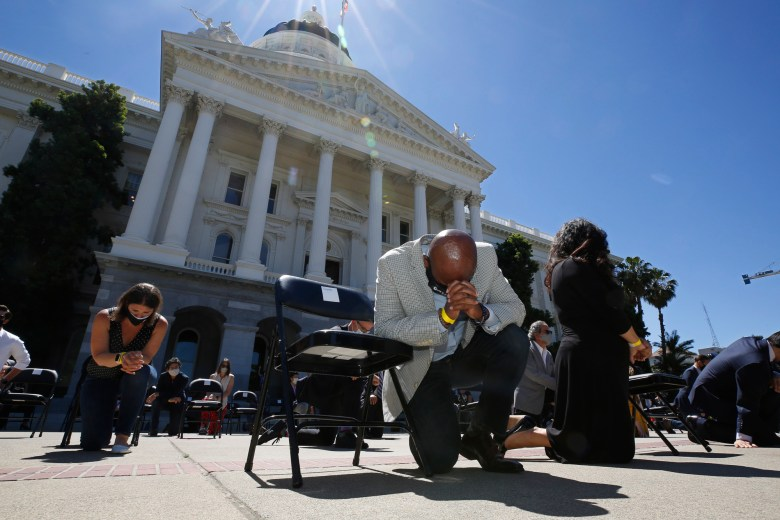 Assemblyman Mike Gipson bows his head as he and other members of the California Legislature kneel for 8 minutes and 46 second to honor George Floyd at the Capitol on June 9, 2020. Photo by Rich Pedroncelli, AP Photo/Pool